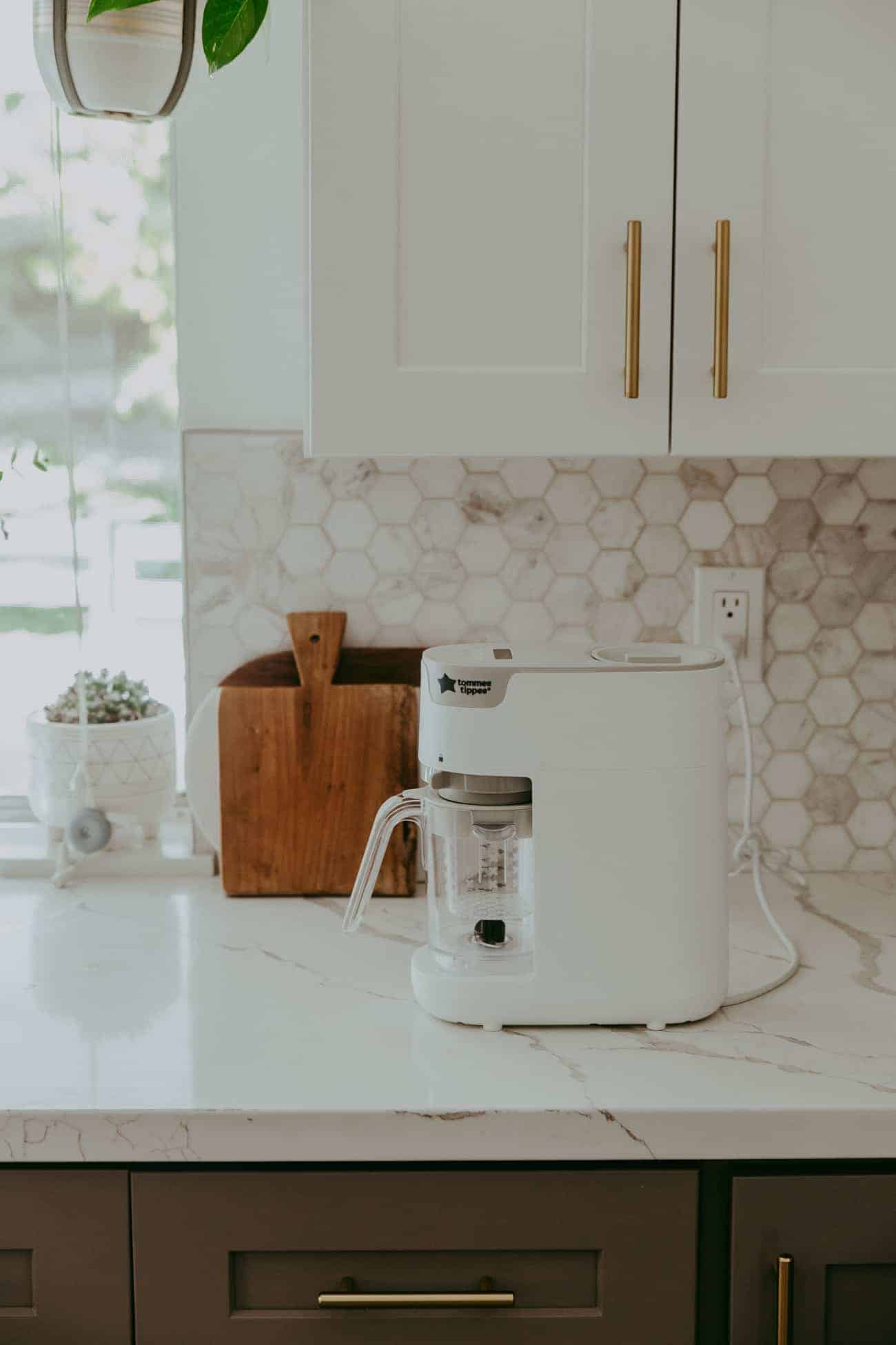 tommee tippee steamer and blender on a marble kitchen counter